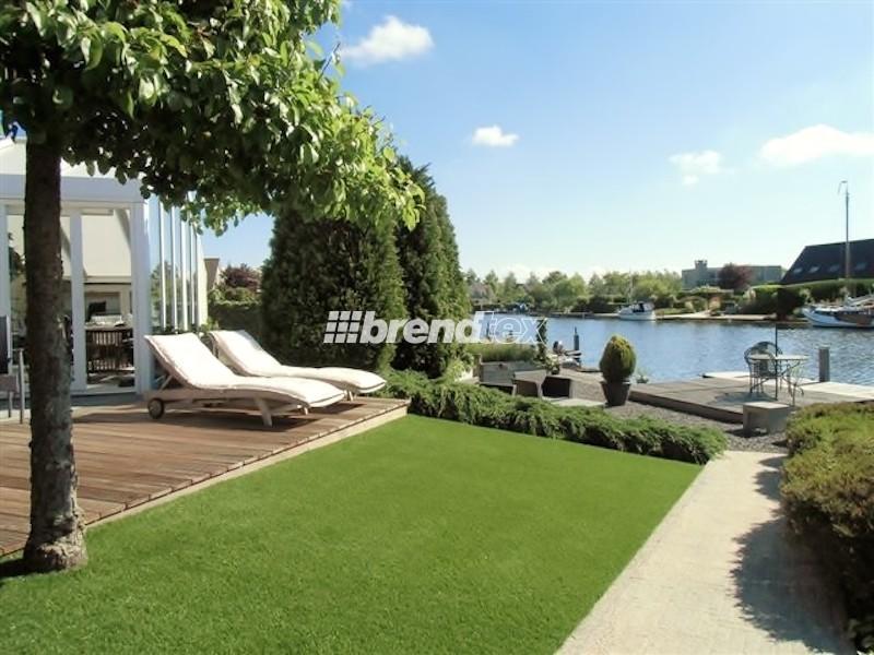 Dobd fel a teraszod gyönyörű és tartós műfű szőnyeggel! A műgyep tökéletesen illeszkedik a modern stílusokhoz, így a minimálhoz is.